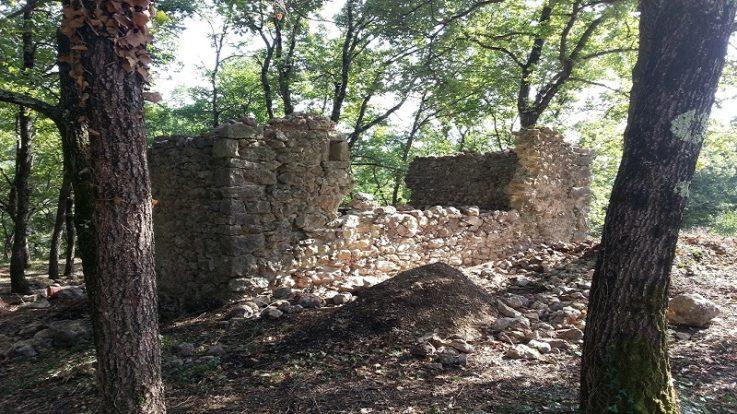 Ancienne-construction-en-ruine