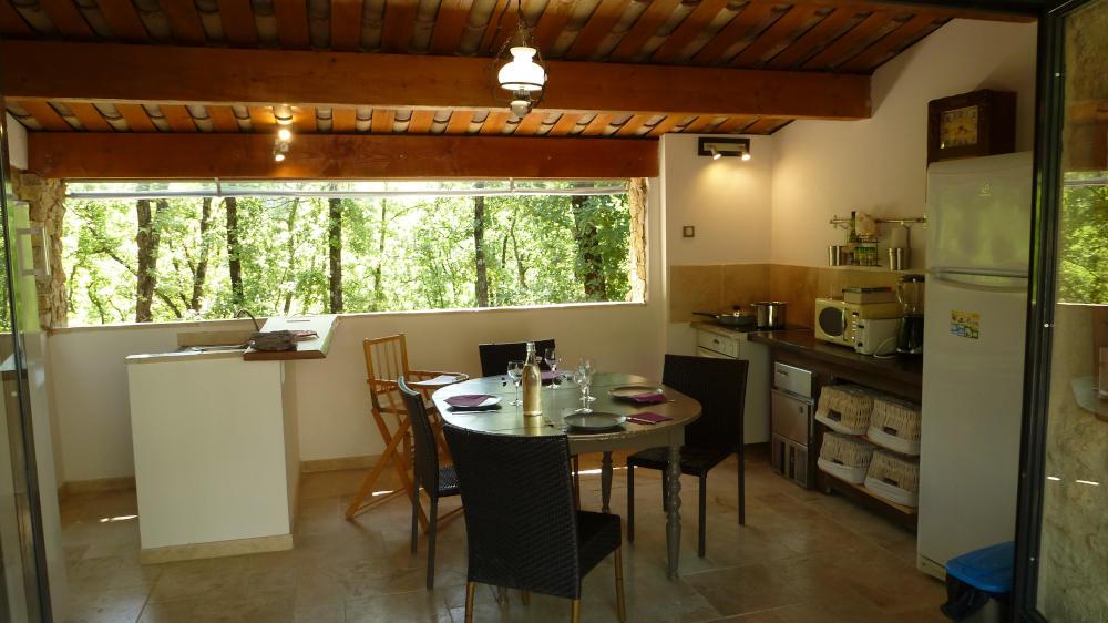 bb-with-summer-kitchen